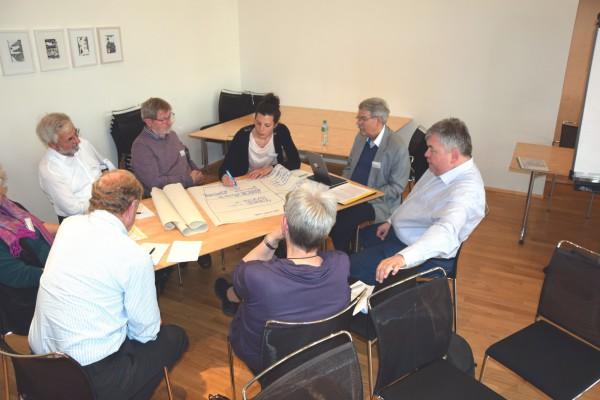 Diskutieren in der Gruppe | © Pfarrei-Initiative Schweiz